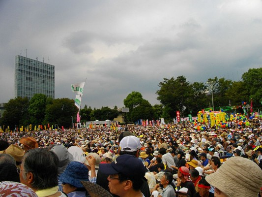 Anti-Nuclear Power Plant Rally on 19 September 2011 at Meiji Shrine Outer Garden. Image credit: 保守